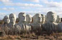 43座总统半身雕像被遗弃 破烂不堪