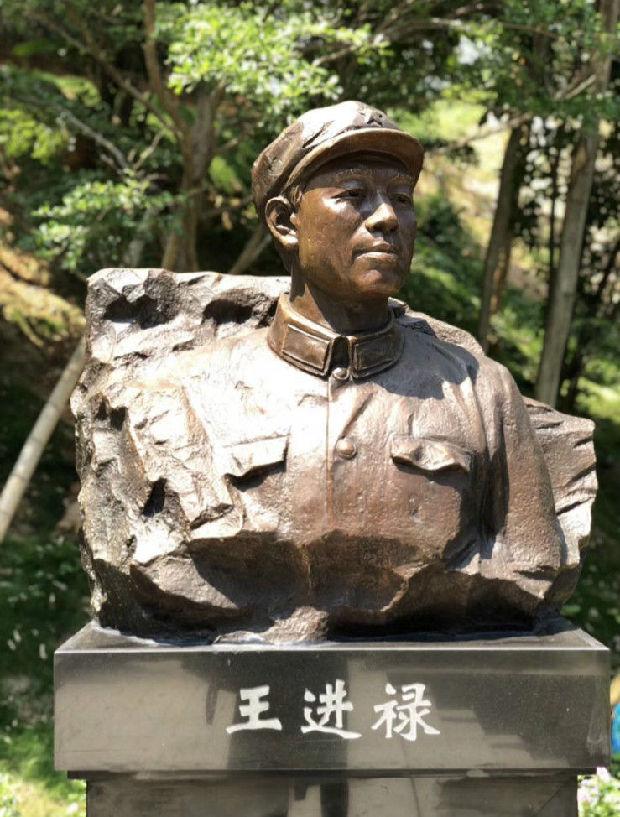 第一尊深圳基建工程兵个人雕像完成