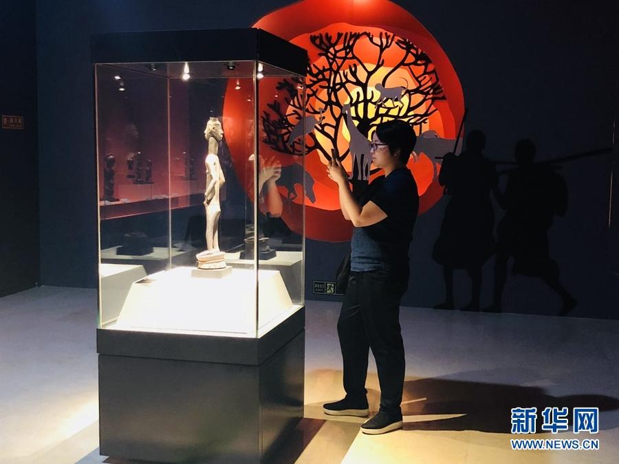 """三峡博物馆里这些珍品雕像带你""""走""""进非洲"""