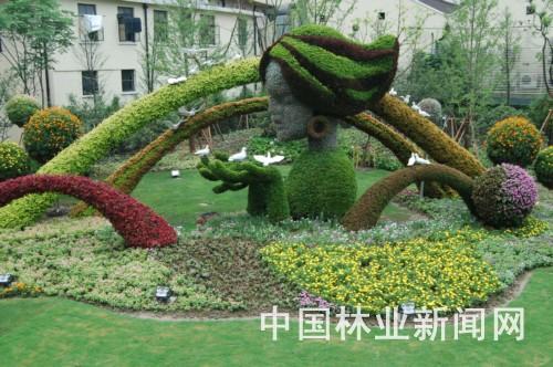 用花草组合成的放飞和平鸽的少女,象征着对美好未来的憧憬