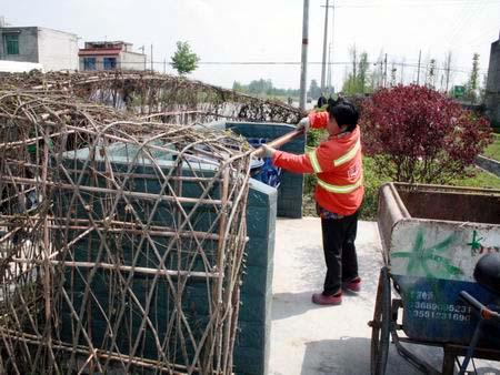 成都:造出绿色垃圾房 农村垃圾桶藏进花丛