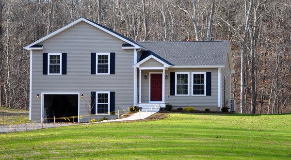 """康涅狄格州东部格里斯沃尔德的一幢名为""""年度最住宅""""的环保房屋"""
