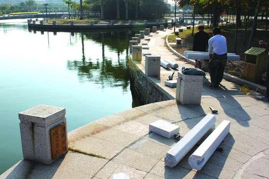 汕头:星湖公园增设湖边石栏杆