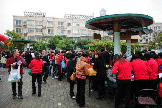 群众踊跃参加当天活动