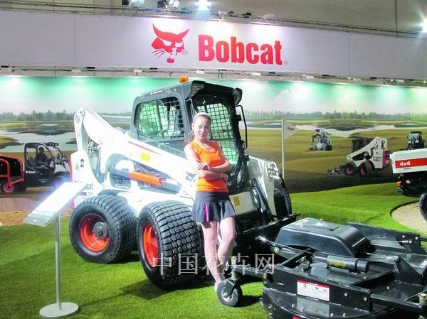 北京高尔夫博览会超大型剪草机受青睐