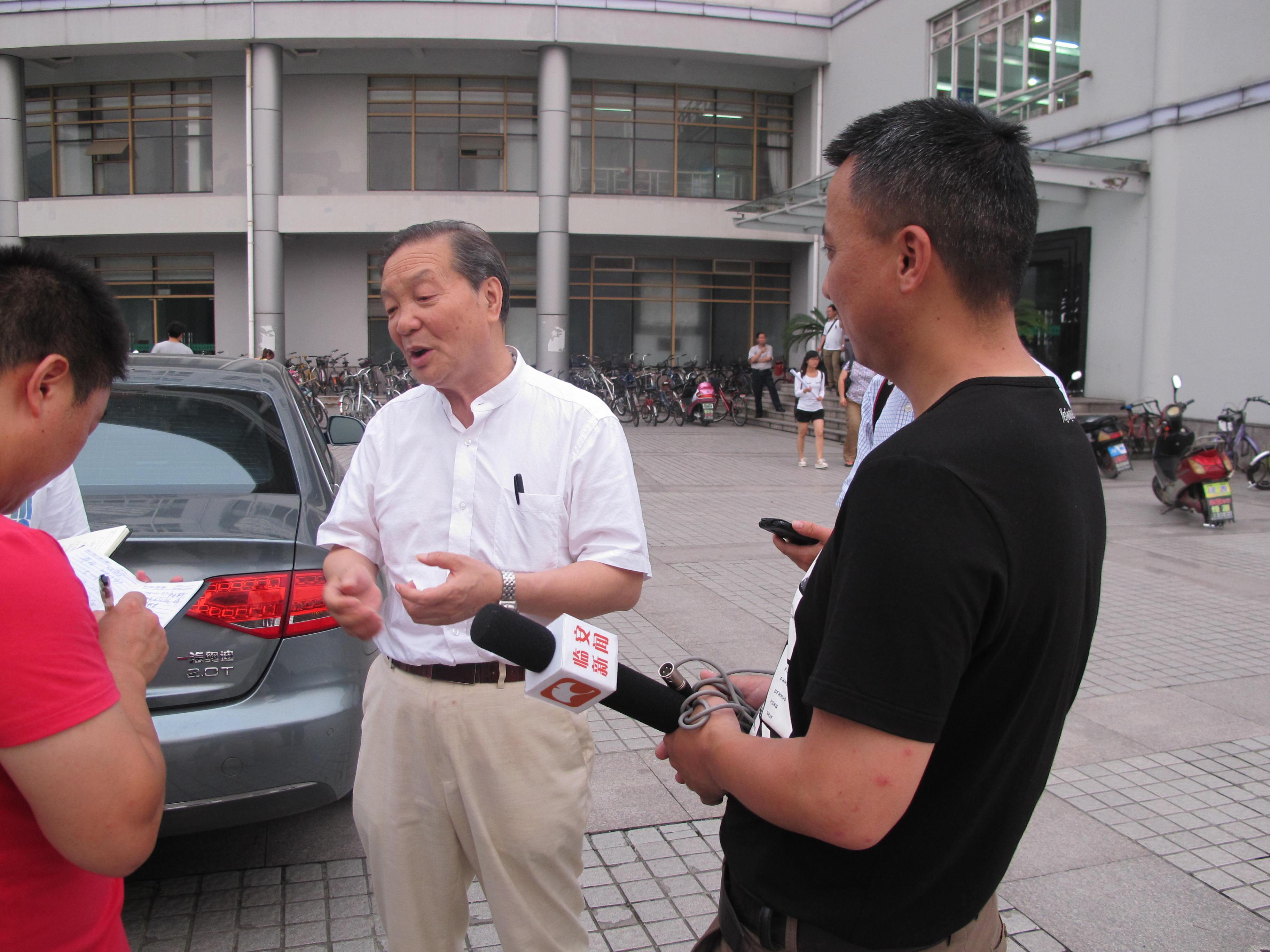 電視臺采訪王仙民秘書長