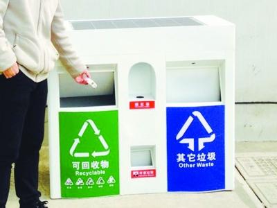 南京学生发明智能垃圾桶语音提示你垃圾丢歪
