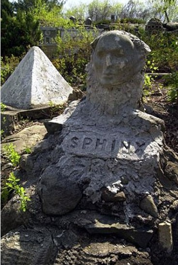 美国被遗忘的圣经主题公园 雕塑破败别样恐怖