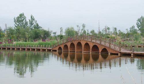 据了解,烟雨鹭洲湿地,地处邛海北岸,南临海河入