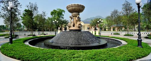 雕塑喷泉图片
