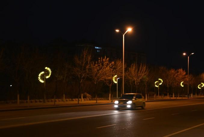莱山区部分道路换上了新的景观灯 中国园林网3月20日消息:近日,烟台莱山区的市民发现,部分道路换上了新的景观灯。据介绍,莱山区今年计划对主要街路路灯进行集中更新,全部换装新式景观灯,首批安装在烟大附近的银海路、长安路等路段。 推荐阅读:
