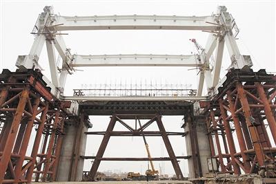 广东横琴二桥主桥上部钢结构将安装 海鸥展翅景观显轮廓