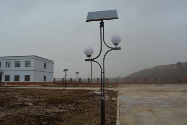 """定西市临洮太阳能路灯装扮""""节能环保""""警营"""