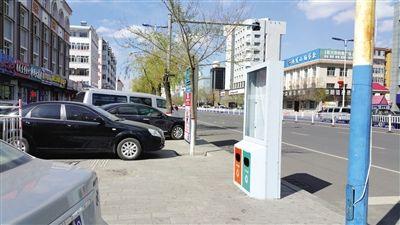 内蒙古海拉尔区30多条街道更换2000个垃圾箱