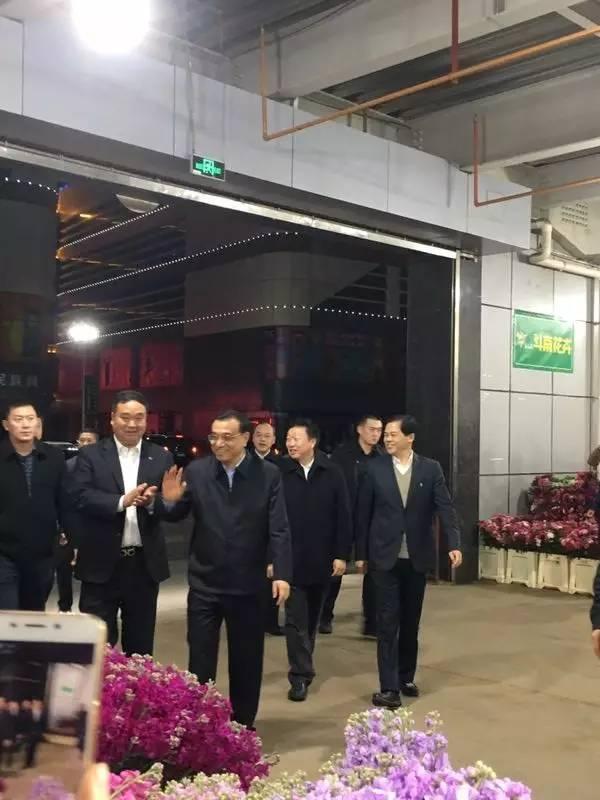 李克强总理视察昆明斗南花卉市场,希望向世界第一迈进