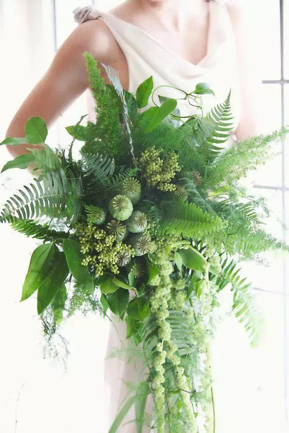 婚礼上用绿色的手捧花