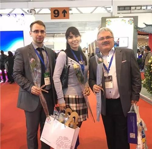云南鲜花产品为国际旅游交易会增光添彩
