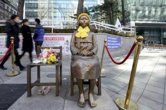 旧金山市中心立起她们的雕像