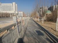 巴彦淖尔:金川河护栏倾斜有安全隐患