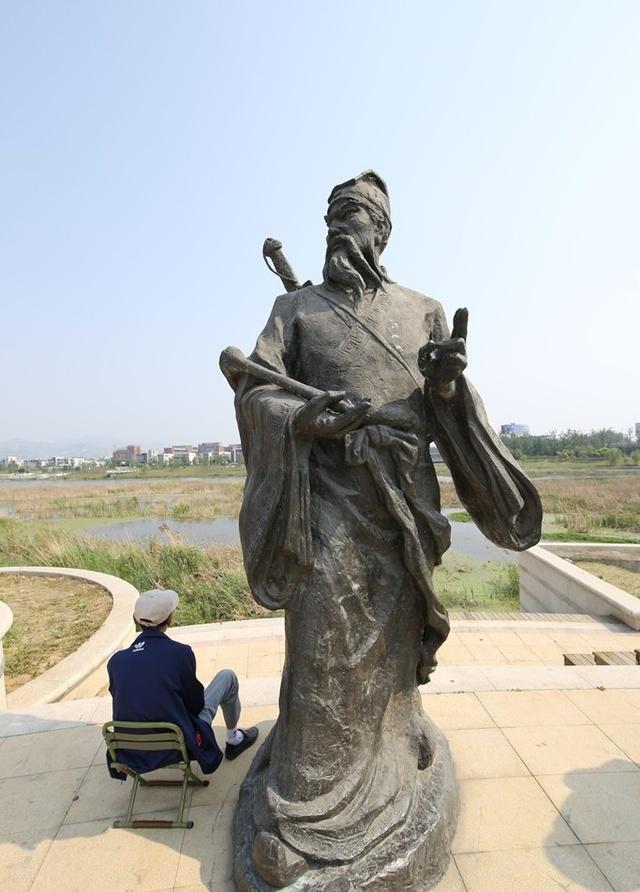 """青岛:""""八仙过海""""雕塑现白沙河公园"""