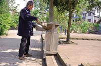 重庆古路:每隔200米摆放垃圾桶
