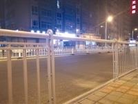 福建石狮:人行道隔离护栏 遭人为破坏
