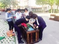 天津碧华里社区:用花箱整治乱停车问题