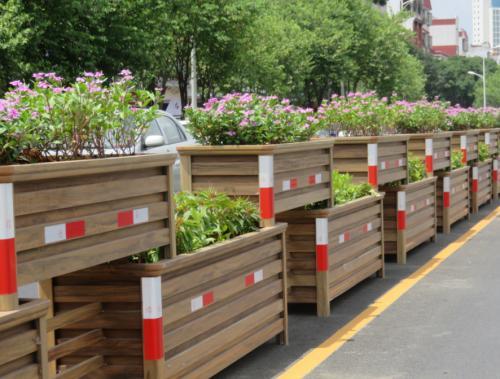 合肥:徽州大道将现花箱护栏
