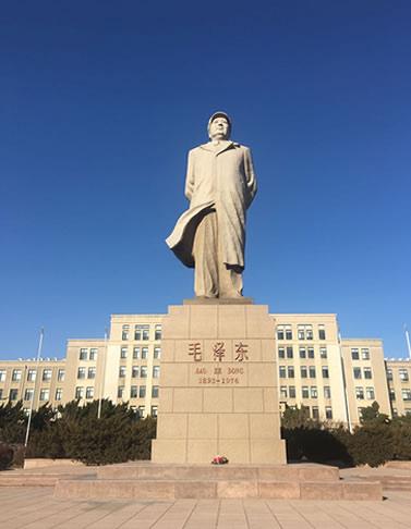 大连理工大学毛主席塑像基座修缮工程完工