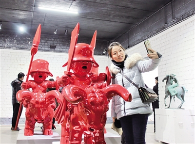 上百件雕塑作品亮相包头 市民可免费参观