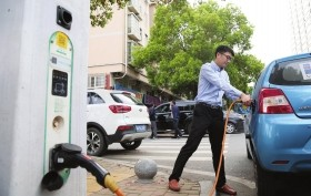 湖南长沙:隆平高科技园 智慧路灯能是蹭WiFi