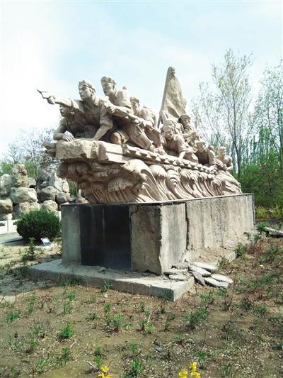 银川:公园雕塑损坏严重