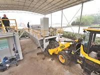 杭州:压滤机里走一趟 淤泥变身营养土