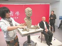 uedbet亚洲美术馆为新时代人物塑像