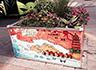 西安:儿童画登上花箱 市民纷纷驻足拍照
