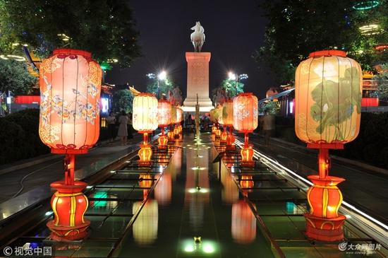 西安大唐不夜城花灯璀璨