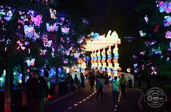 吉林:长影世纪城彩灯文化节炫丽开幕