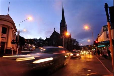 城市拟采用琥珀色LED路灯照明