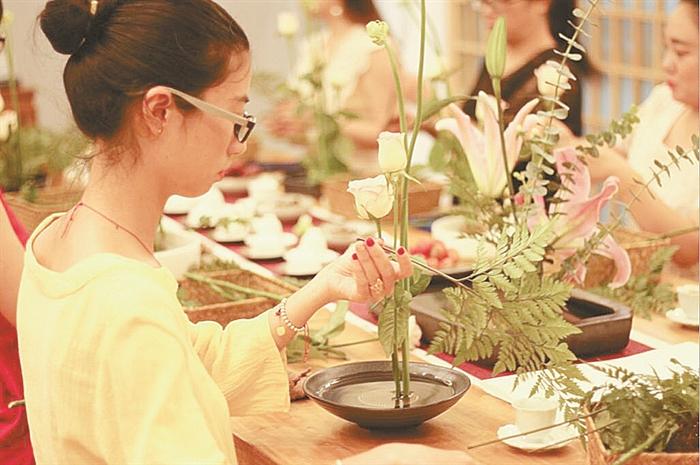 中式插花:三枝成韵 满室生春
