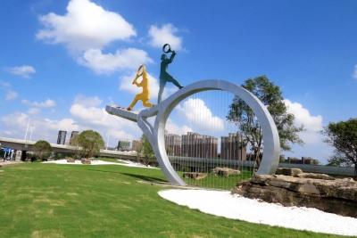 """扬州立交公园""""网球拍""""雕塑正式安家"""