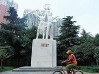 郑州首座雕塑《青春》完成维修