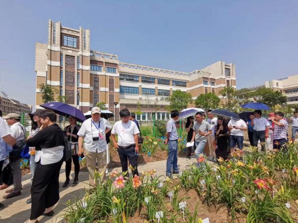 全国首届萱草文化育种与应用研讨会在上海成功举办