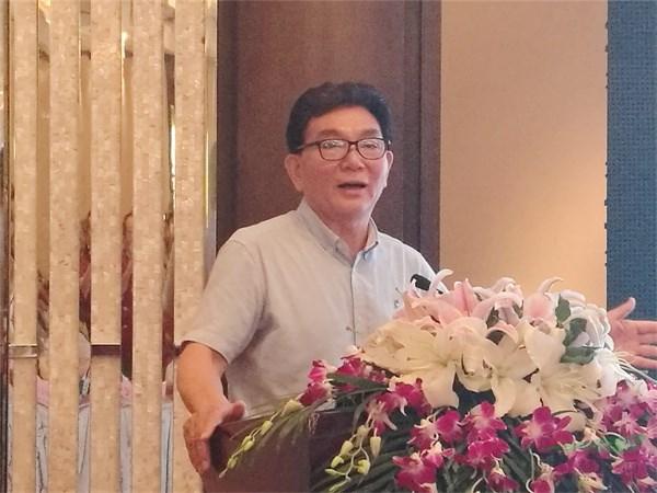 """张启翔教授在""""中国花卉景观高峰论坛""""上作精彩演讲.jpg"""